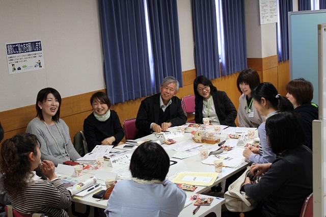 テーマごとに8グループの分散会で活発な交流がおこなわれました